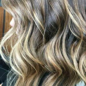 Balayage color miel sobre pelo castaño muy buen acabado