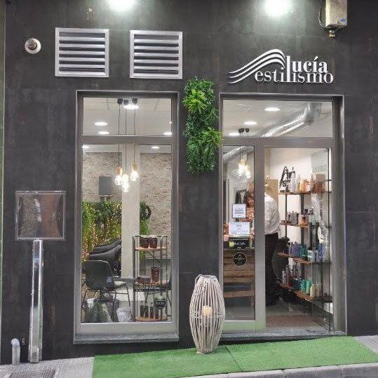 Instalaciones de Lucia Estilismo en Pola De Laviana vista de nuestra fachada en la calle Hipolito Martinez numero 2