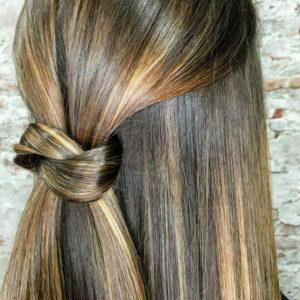 Mechas sobre pelo castaño esta melena queda increíble con la técnica Hairlise